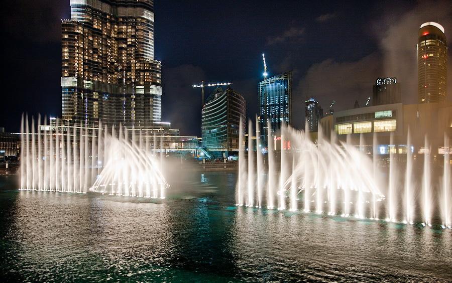 Арабские эмираты ночью фонтан фото