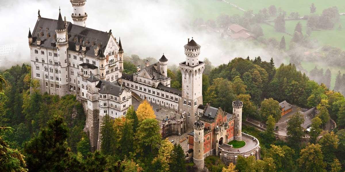 Сказочный замок безумного короля Нойшванштайн