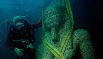 Удивительные статуи в подводном мире
