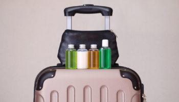 Как упаковать жидкости в чемодане, чтобы они не пролились