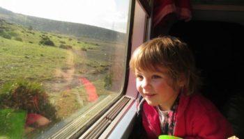 10 способов интересно занять ребенка в поезде при долгой поездке