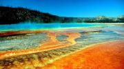 5 самых опасных озер в мире, куда туристам лучше не наведываться