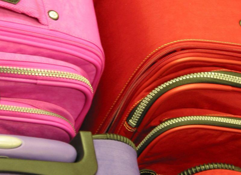 Как выбрать чемодан по материалу изготовления
