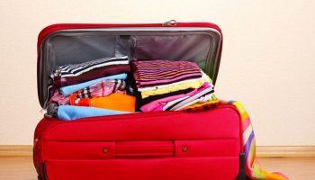 Топ-5 советов, какую одежду и обувь брать с собой в самолет